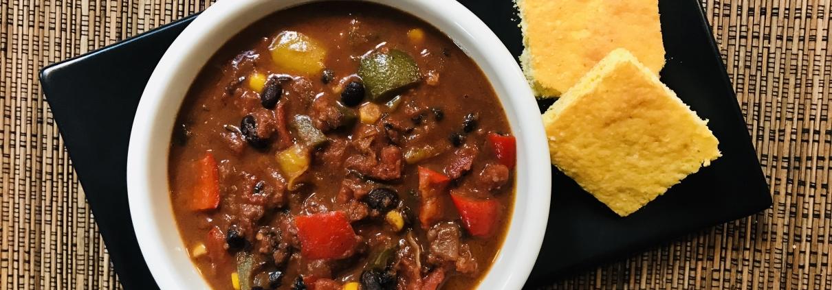 Hoguera Chili bowl with corn bread